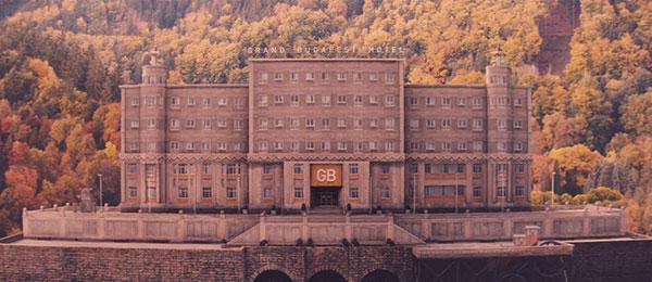《布达佩斯大饭店》开头的饭店对称构图